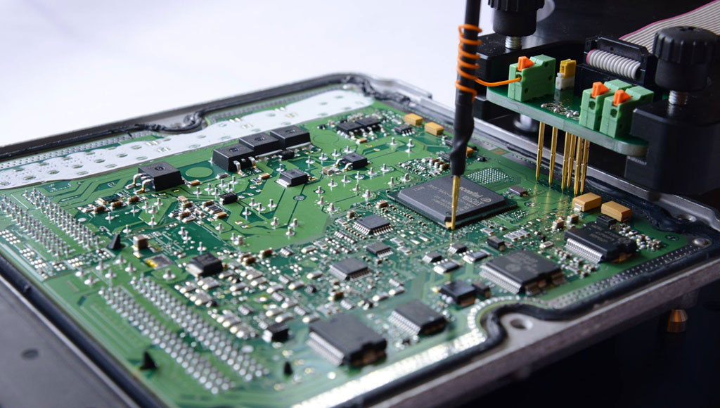 Porsche ECU chip during remapping