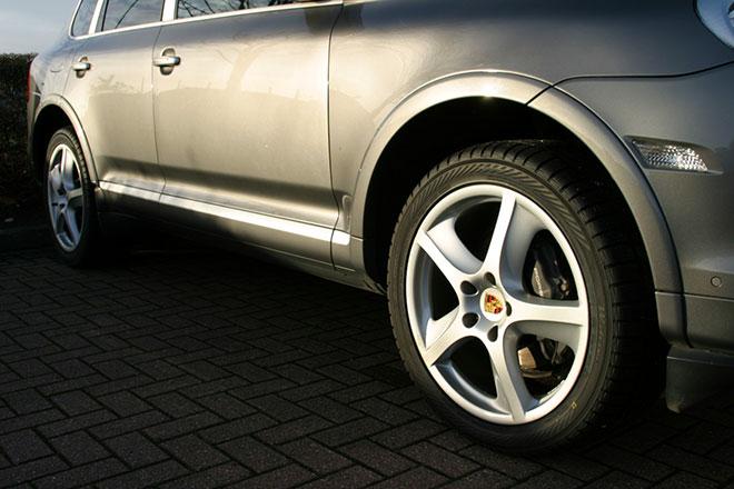 Silver second hand Porsche Cayenne