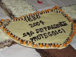 """Lo scudo con la scritta """"San Defendente proteggici"""""""