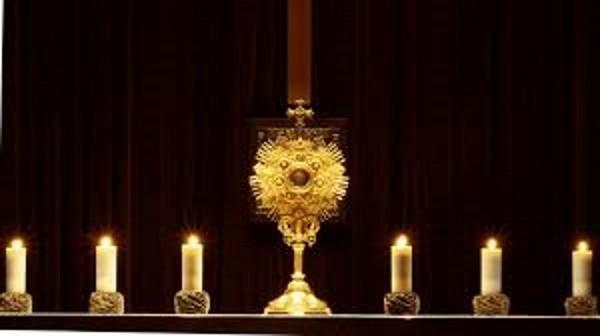 Adoración Eucarística Jueves 12:30-18:45