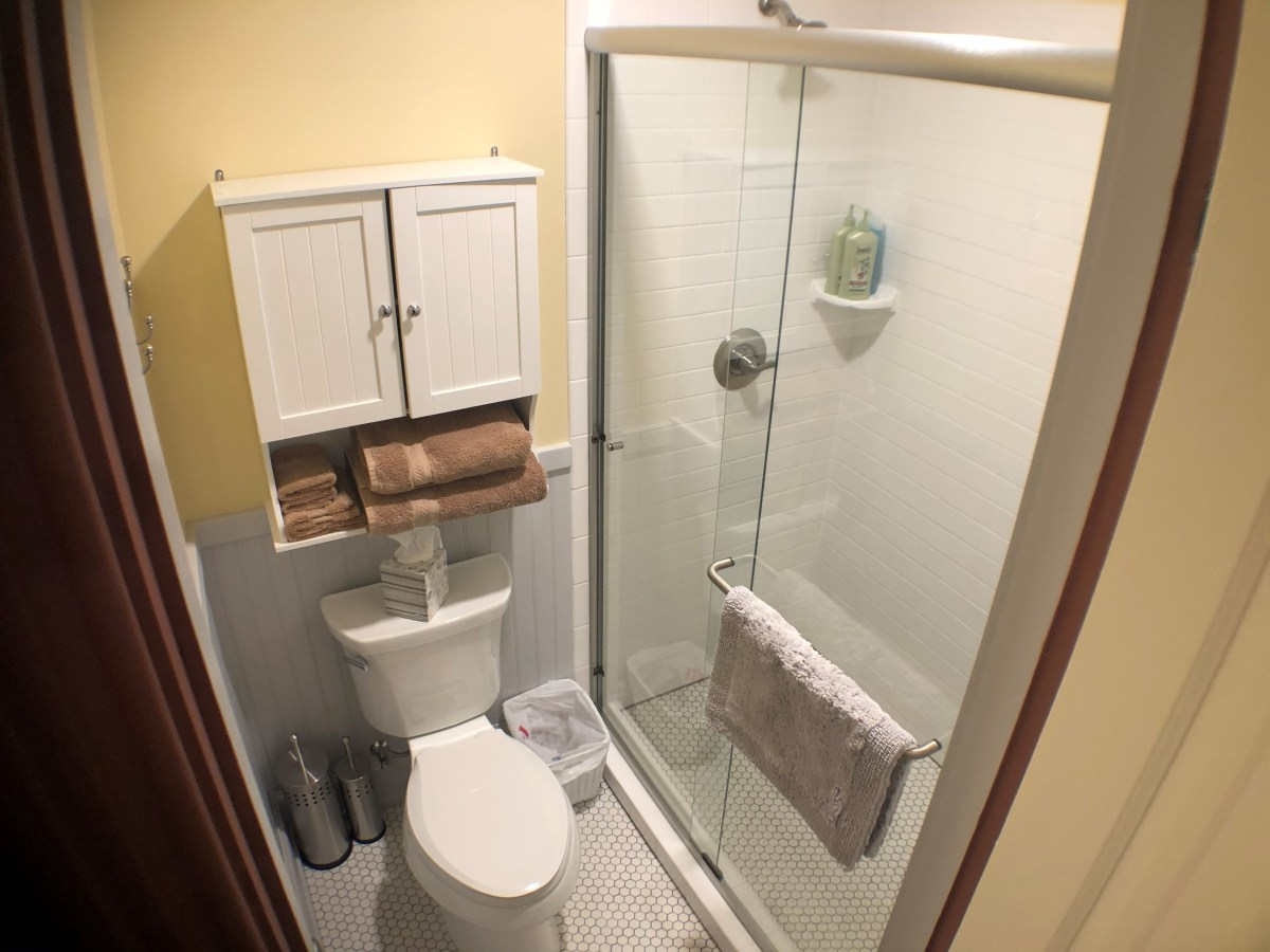 Room 1 Bathroom with toilet and shower