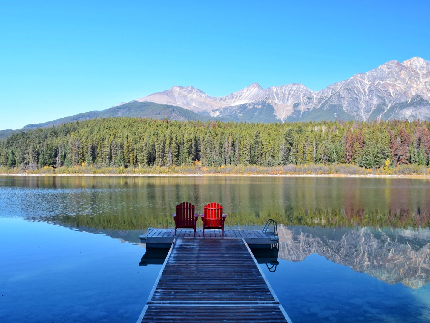 How to travel more with a full-time job lake in Canada