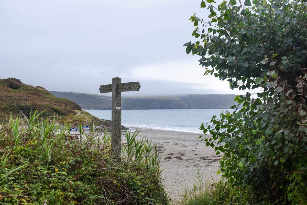 South West Coast Path Carne to Porthcurnick