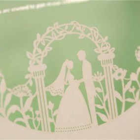 2.1_partecipazione con disegno sposi bianco ed interno - particolare