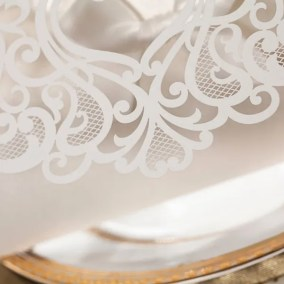 5.3_Partecipazione bianca con gioiello-particolare