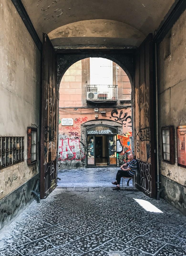 Portone del Palazzo Venezia, Napoli centro storico