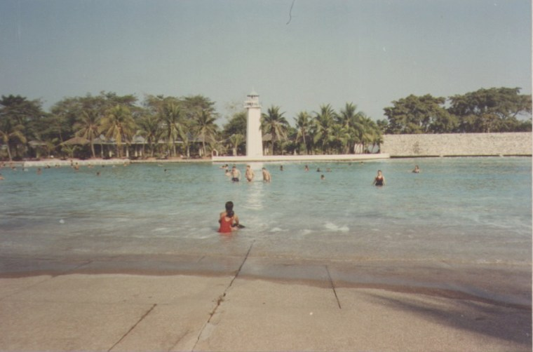 Artificial Beach in Siam Park