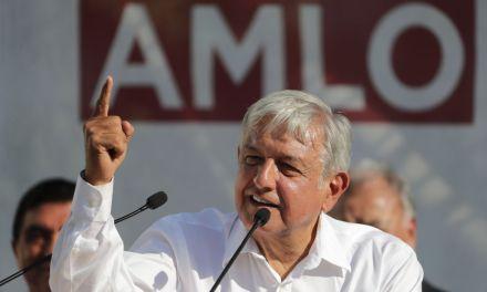 Critica López Obrador al INE por dispendio de recursos