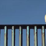Refuerzan frontera ante la llegada de los primeros migrantes a Tijuana