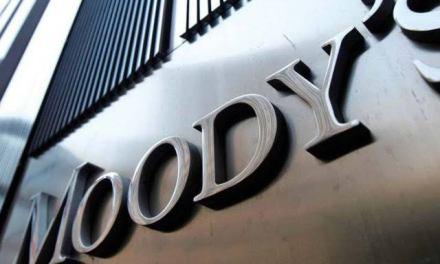 Combate al huachicoleo ayudaría a sanear finanzas de Pemex: Moody's