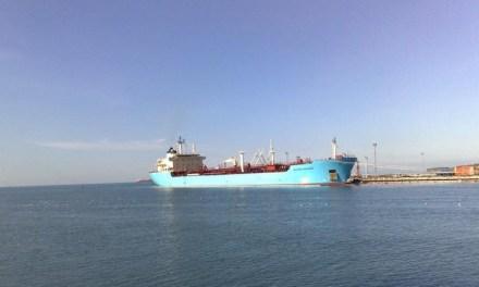 Al menos 29 buques tanque con gasolina varados en Veracruz