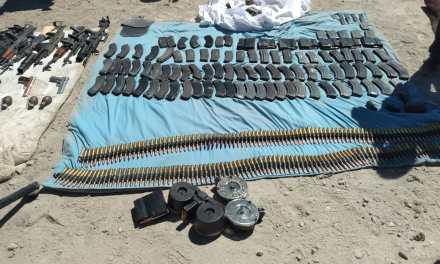 Detenidos, arsenal y vehículos decomisados tras enfrentamiento en Jalostotitlán