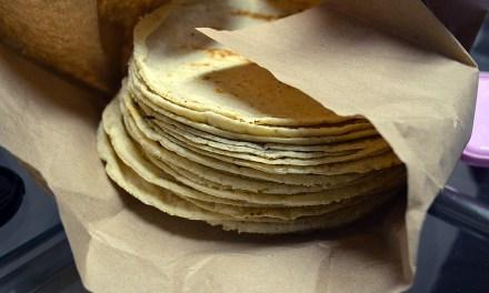 Buscan prohibir venta de tortillas en tiendas de abarrotes