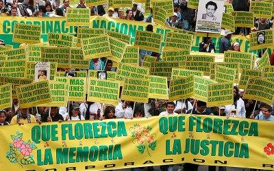 Por respeto a los derechos de las victimas exigimos la  Renuncia  del Director del Centro Nacional de Memoria Histórica