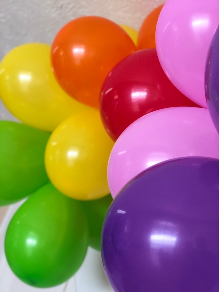 easy simple DIY rainbow balloon garland