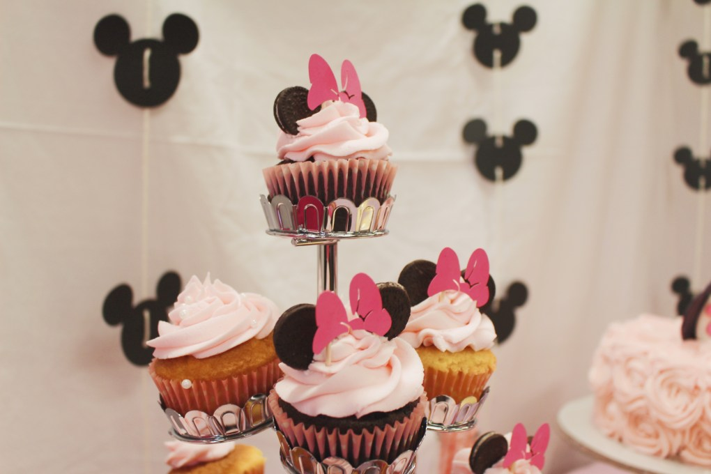 DIY 1st Birthday Pink Minnie Mouse Party Decorations and Cake! Backdrop and Dessert Table Setup.