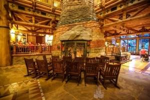 Wilderness Lodge tem uma lareira de 25 metros