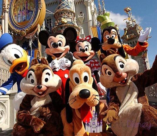 Imagem mostra refeições com personagens da Disney