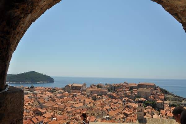 Torre Minceta é o ponto mais alto da Muralha de Dubrovnik. Vale a pena subir pra ter essa vista aí