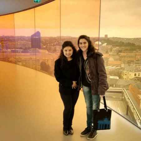 Helena Gertz (dir) e a colega Belén Fiallo, do Ecuador, fazem mestrado em Aahrus, na Dinamarca