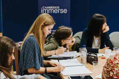 bolsa para curso na Universidade de Cambridge ensino médio curso de verão