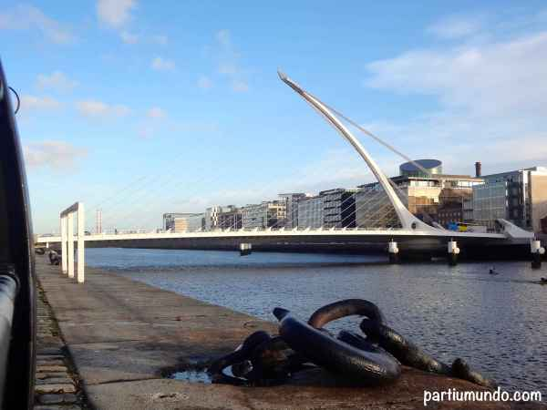 Passeio à beira do River Liffey 7