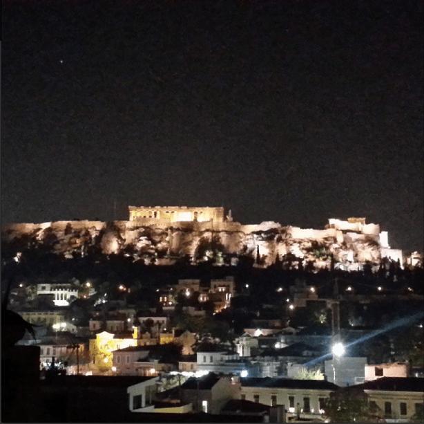 Acrópole: vista do bar & restaurante na cobertura (via) / Acropolis: view from the rooftop bar & restaurant (via)