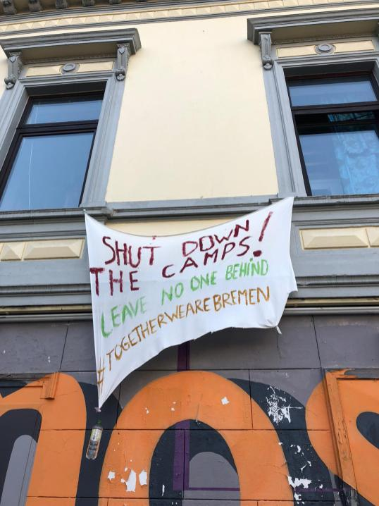 "One of the few ways to demonstrate politically. From many windows hang banners. ,,Leave no one behind"" means that no one should be forgotten or left behind. In this case they want to close refugee camps. But we also shouldn't forget older people or homeless people. Germany, Bremen (photo Klaara Teetz)"