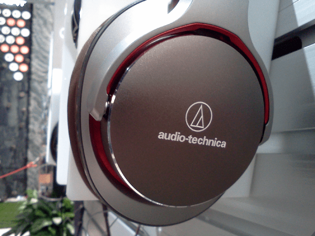 Audio-Technica_MSR7_Silver-Red