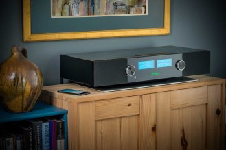 McIntosh-RS200 Lifestyle Music hi res