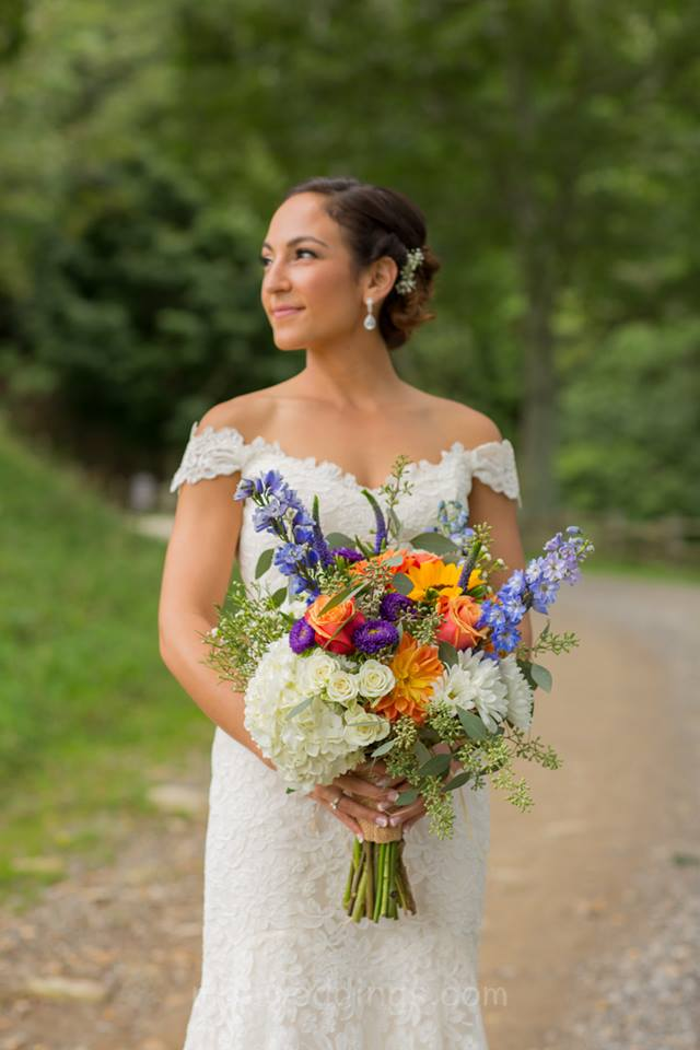 Cataloochie Ranch bride with flowers