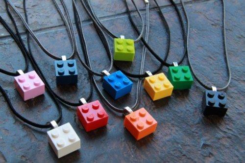 colliers briques lego pour cadeaux invités