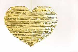 DIY-Gold-Heart-Pinata