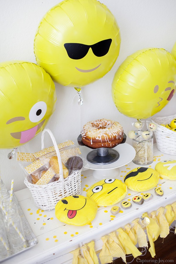 This Emoji Birthday Party Is Perfect For Your Favorite Pre