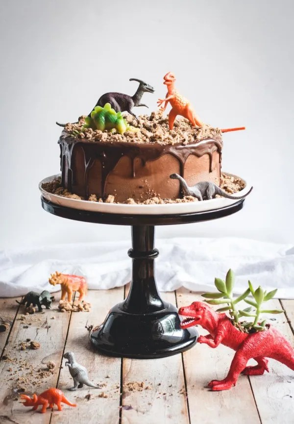 Dinosaur-Chocolate-Cake-8-3