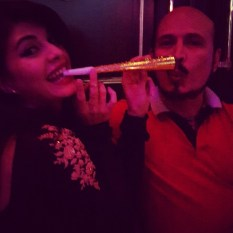 Jacqueline Fernandez with her dad (@jacquelinejf2)