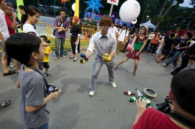 Roving Juggler