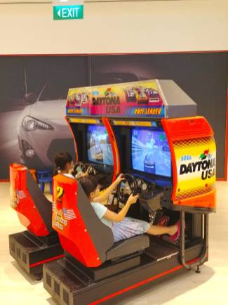 Arcade Daytona Machine Rental