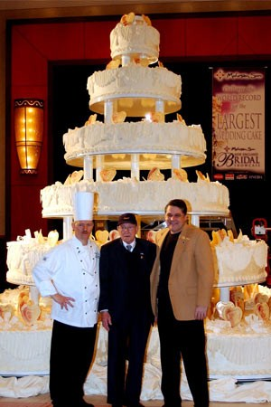 4 Most Outrageous Wedding Cakes   Party Pretty Events     Long Island     How Outrageous Are These Wedding Cakes  Image via Guinness Book of World  Records