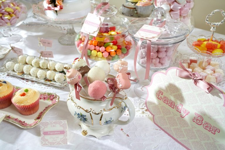 Candy-buffet-signage-by-firedropdesign