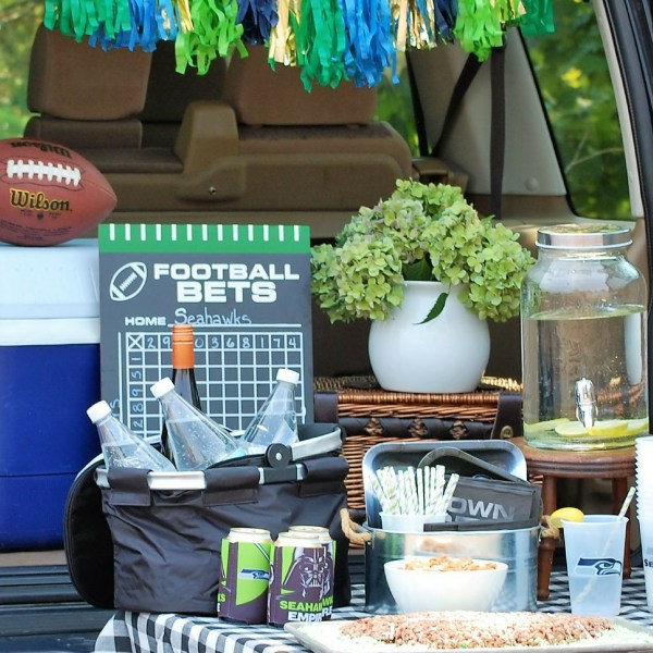 How to Throw a Football Tailgate Party