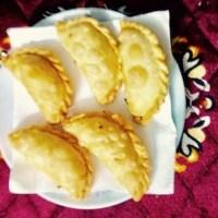 गुजिया बनाने की विधि होली पर हिन्दी में Gujiya Recipe Vidhi on Holi in Hindi