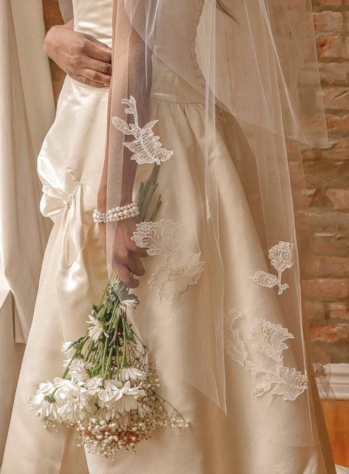 Chelsea_Two-Tier Waltz Length Bridal Veil with Chantilly French Lace Appliqués