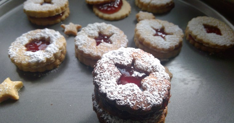 Easy Almond Strawberry Linzer Cookies