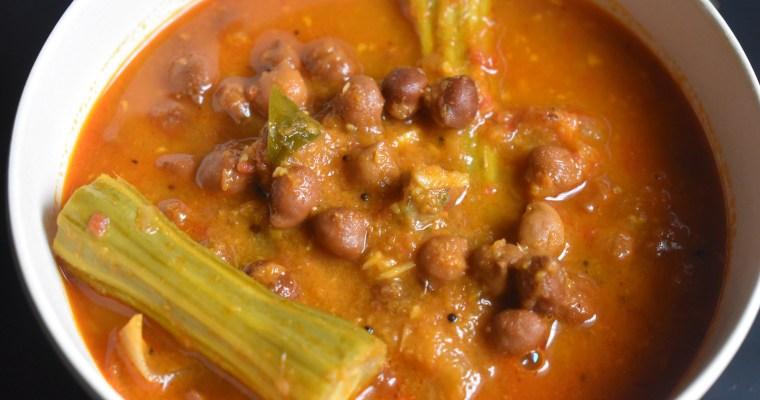 Spicy Chickpeas Drumstick Curry || Kadalai Murungakkai Kaarakuzhambhu