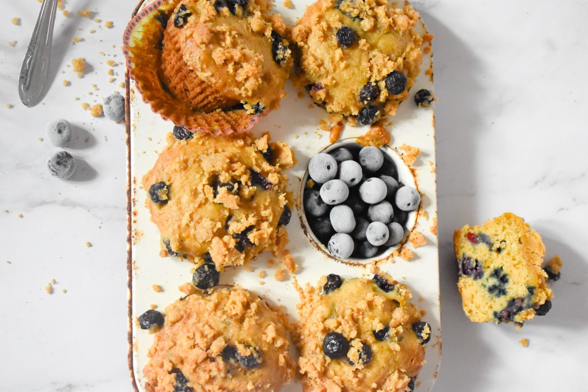 Blueberry Muffins with Brown Sugar Crum Topping - Parveen's Kitchen