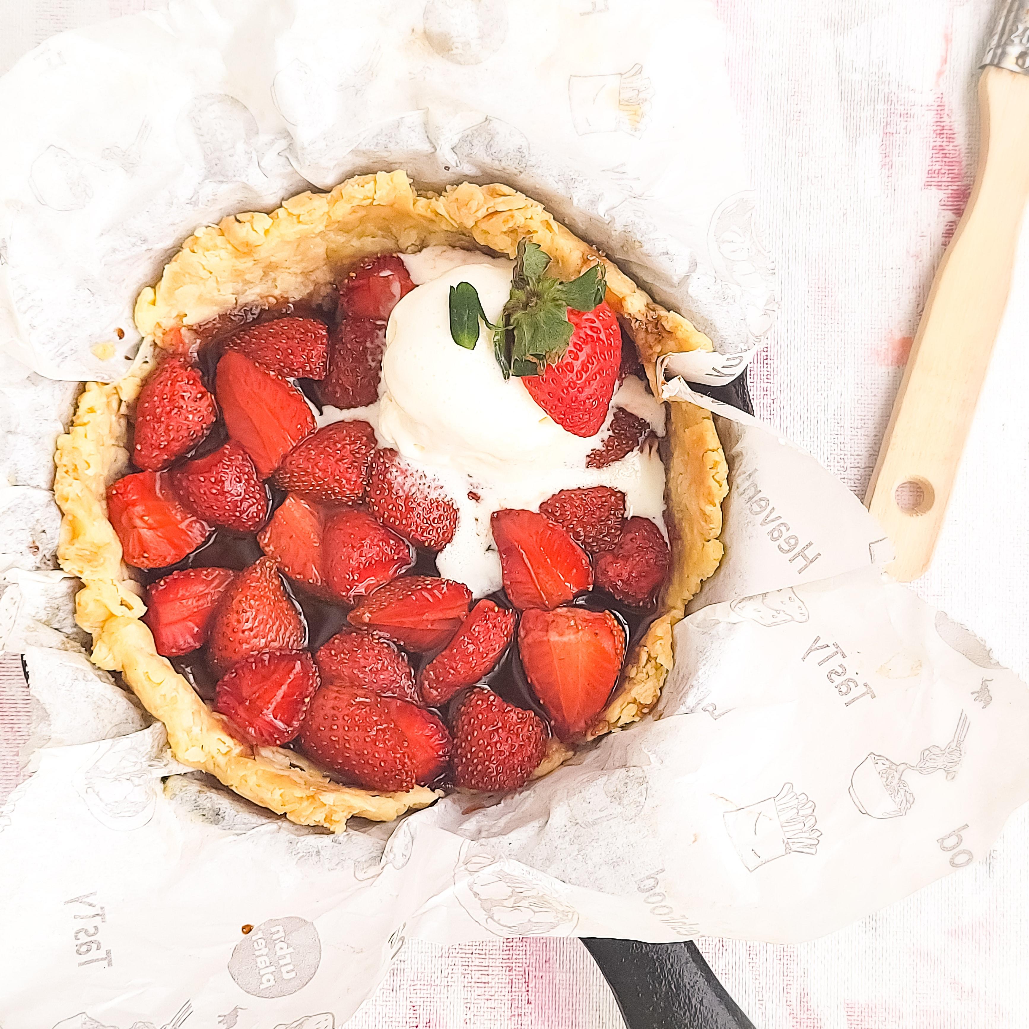 Balsamic roasted Strawberries on a oat-y tart base