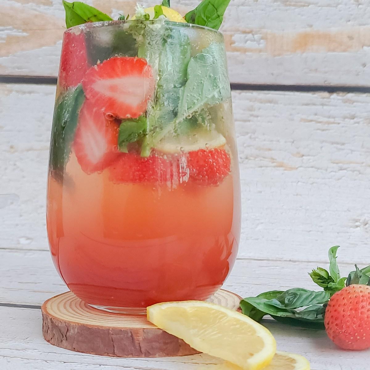 Strawberry Basil Lemonade - Parveenskitchen.com