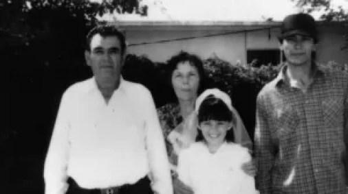 Richard Ramírez retratado con su familia