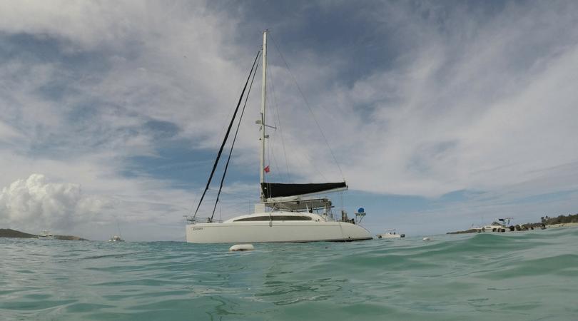 Catamarán Zatara, el que nos acompañó en esta aventura